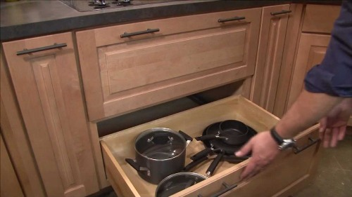 Maple Kitchen Cabinets Pots and Pans