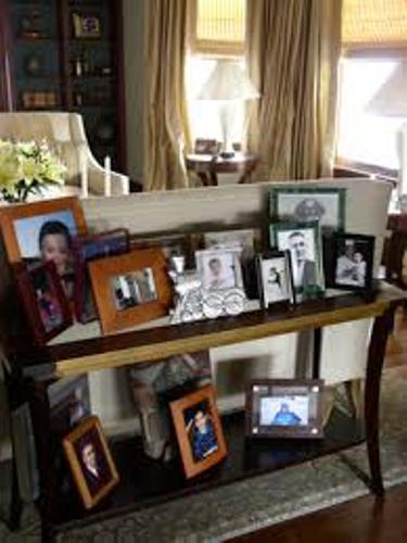 How To Arrange A Living Room With A Fireplace: How To Arrange Family Pictures On A Table: 5 Ways For