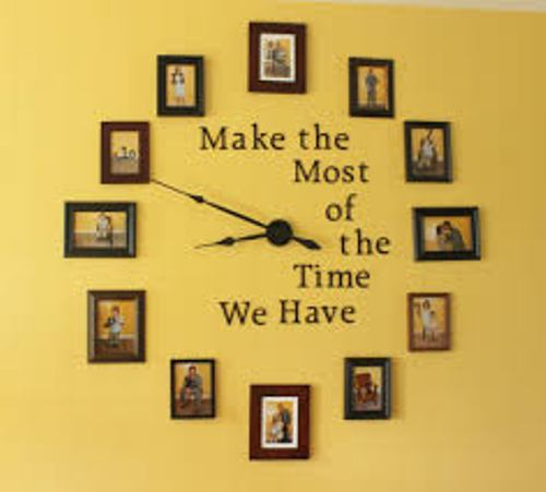 How to Arrange Pictures Around a Clock